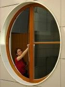 mytí otvíratelných oken ze země