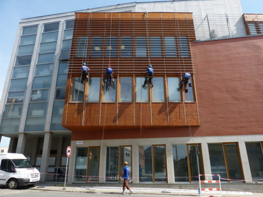 Hlučín městský úrad- obnova nátěrů dřevěných prvků fasády ve výšce