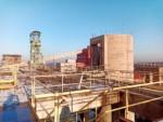 Demolice 80metrového komínu Lazy