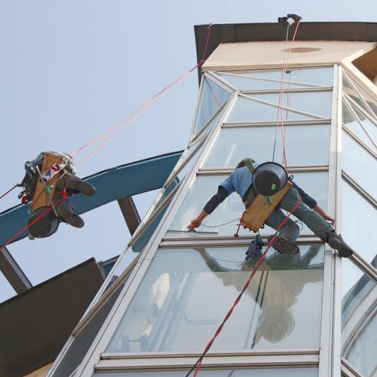 Horolezci myjí okna